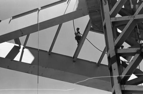 Worker_walking_across_Space_Needle_beam_ca_August_1961.jpg