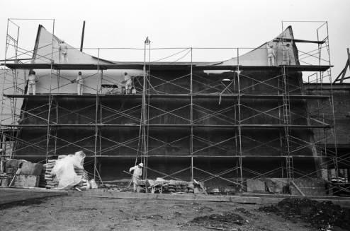 Workers_on_scaffolding_below_Space_Needle_ca_December_5_1961.jpg