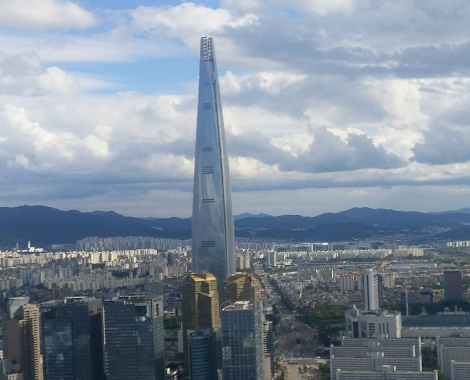 The Lotte World Tower in Seoul, South Korea. Photo by  Neroson , CC BY-SA 4.0