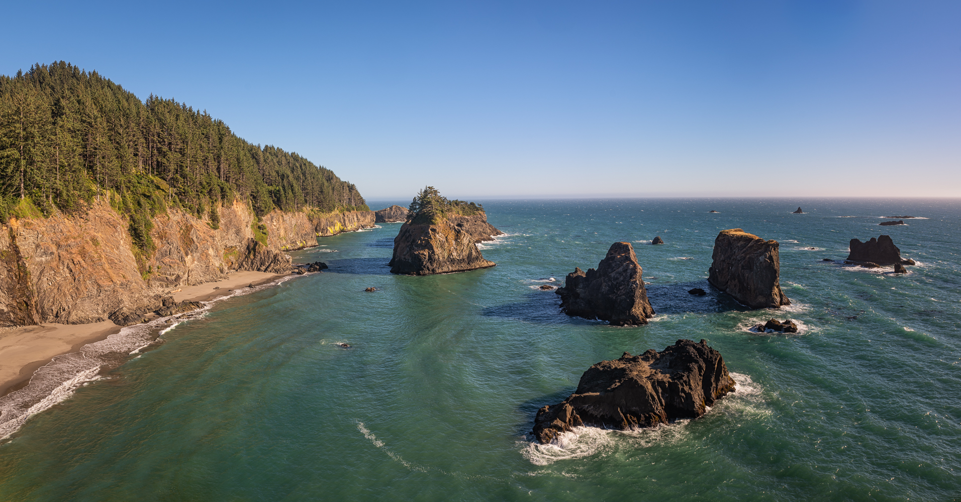 Afternoon at the Boadman Coast of Oregon, as seen from the Arch Rock Picnic Area