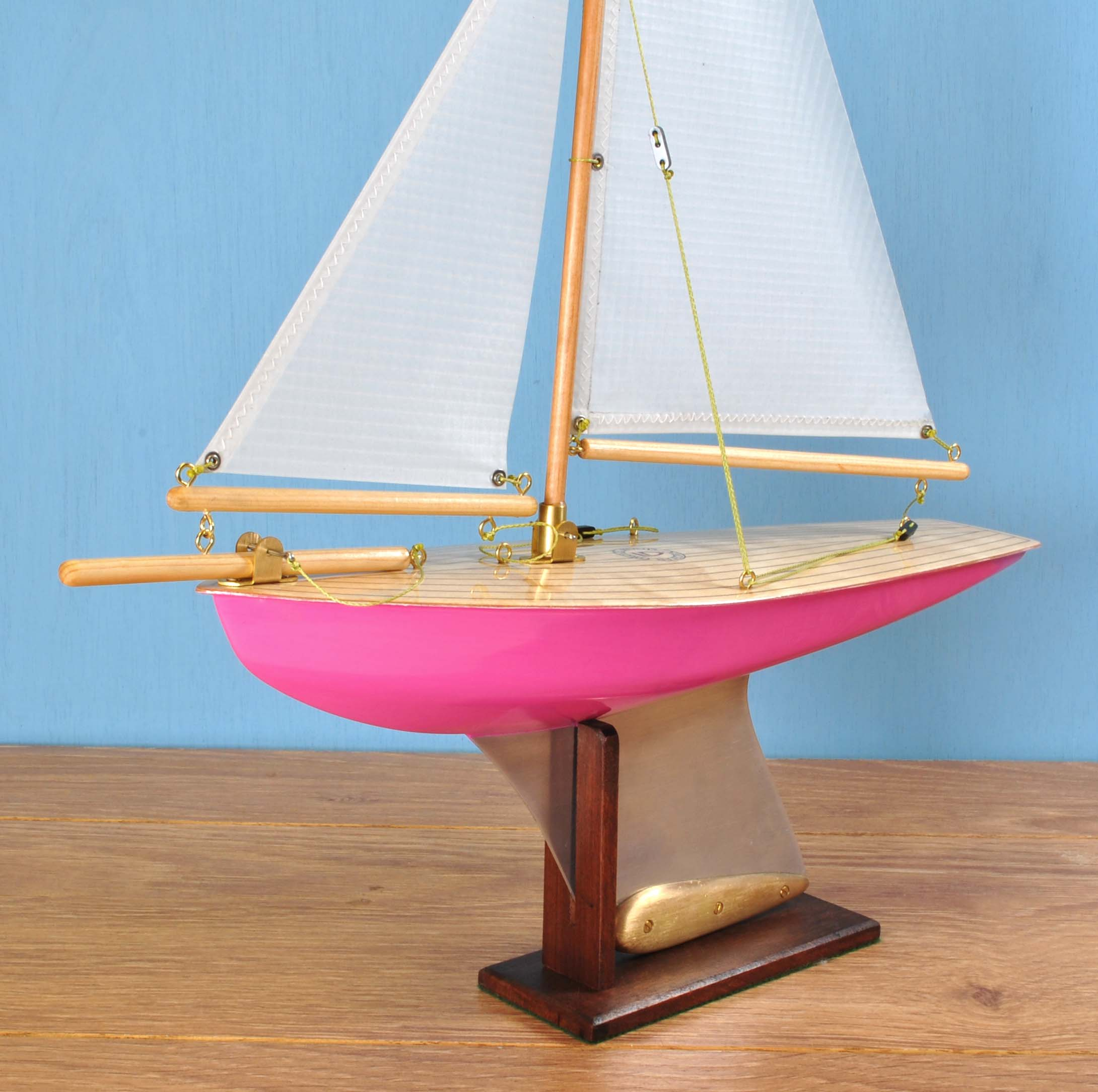 "In Stock  ""Bubbles"" Painted Hull, light birch deck, spinnaker cloth sails.          170 GBP"