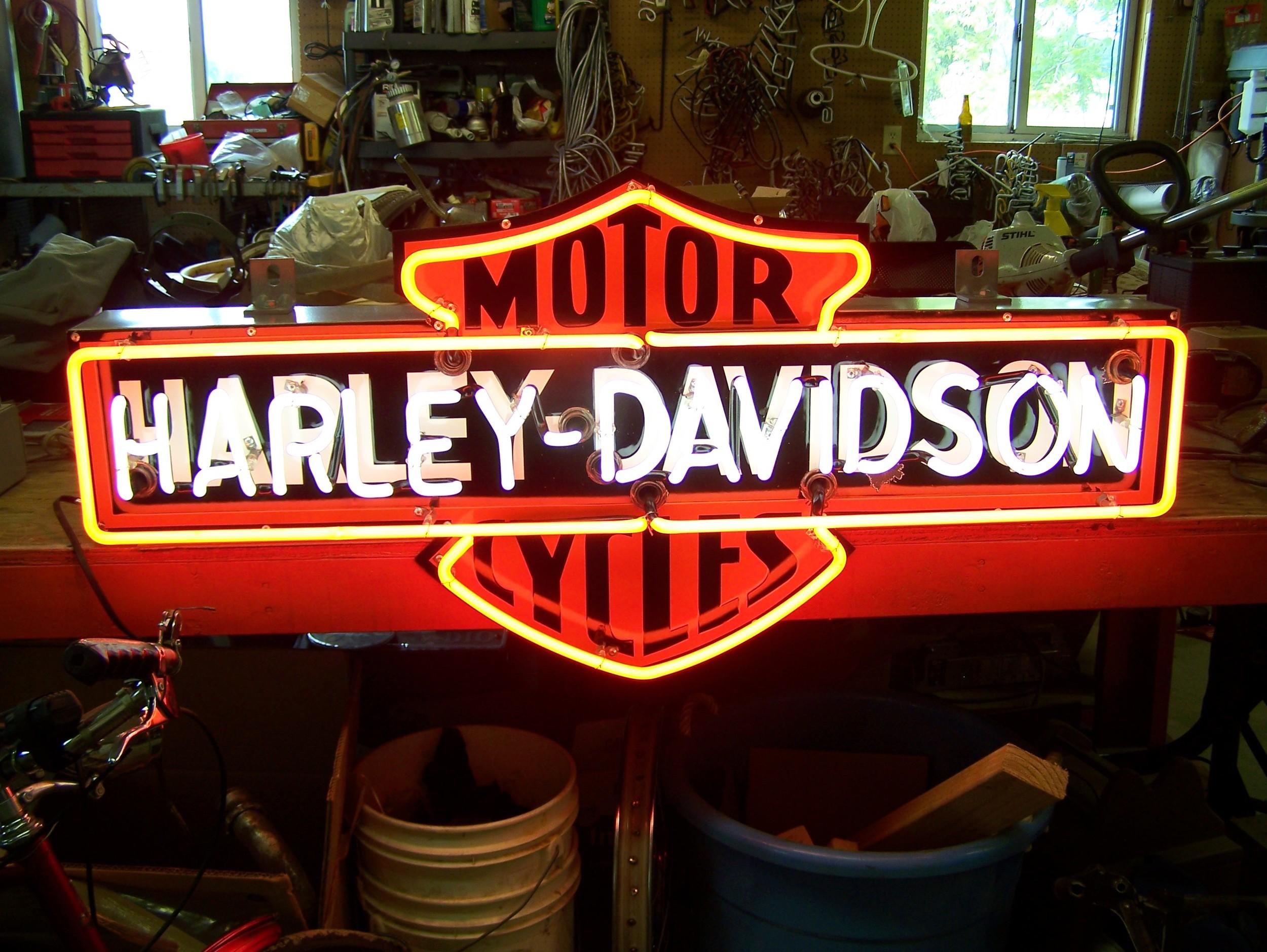 Harley Davidson - Neon & Porcelain