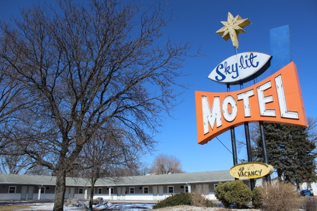 Sky-lit Motel neon sign in Ashwaubenon. Sadly, it no longer looks like this. Photo courtesy of  Melinda Roberts .