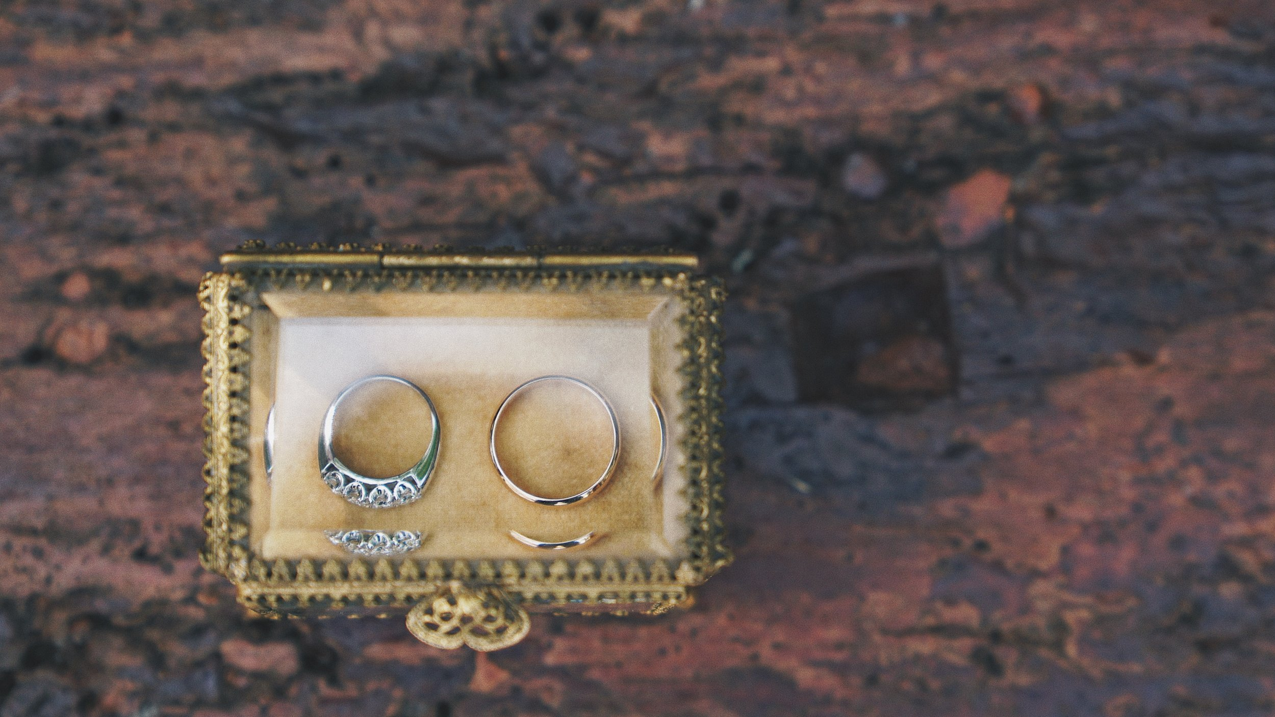 Gorgeous vintage ring box