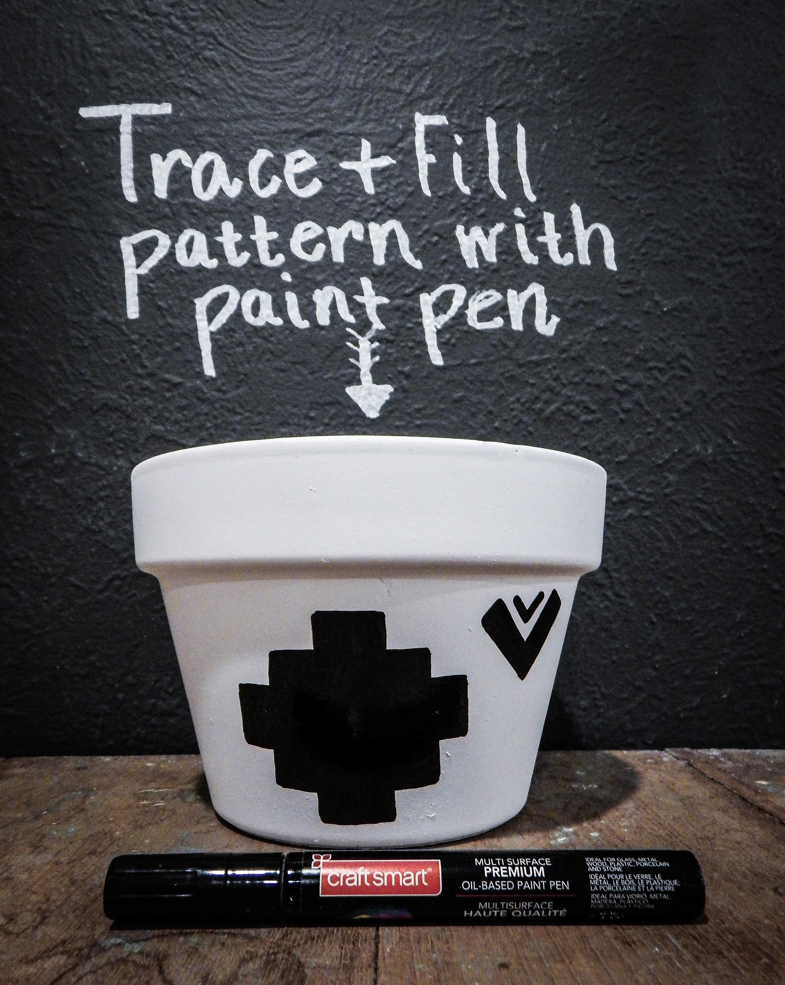 coloring pattern on white terra cotta pot DIY