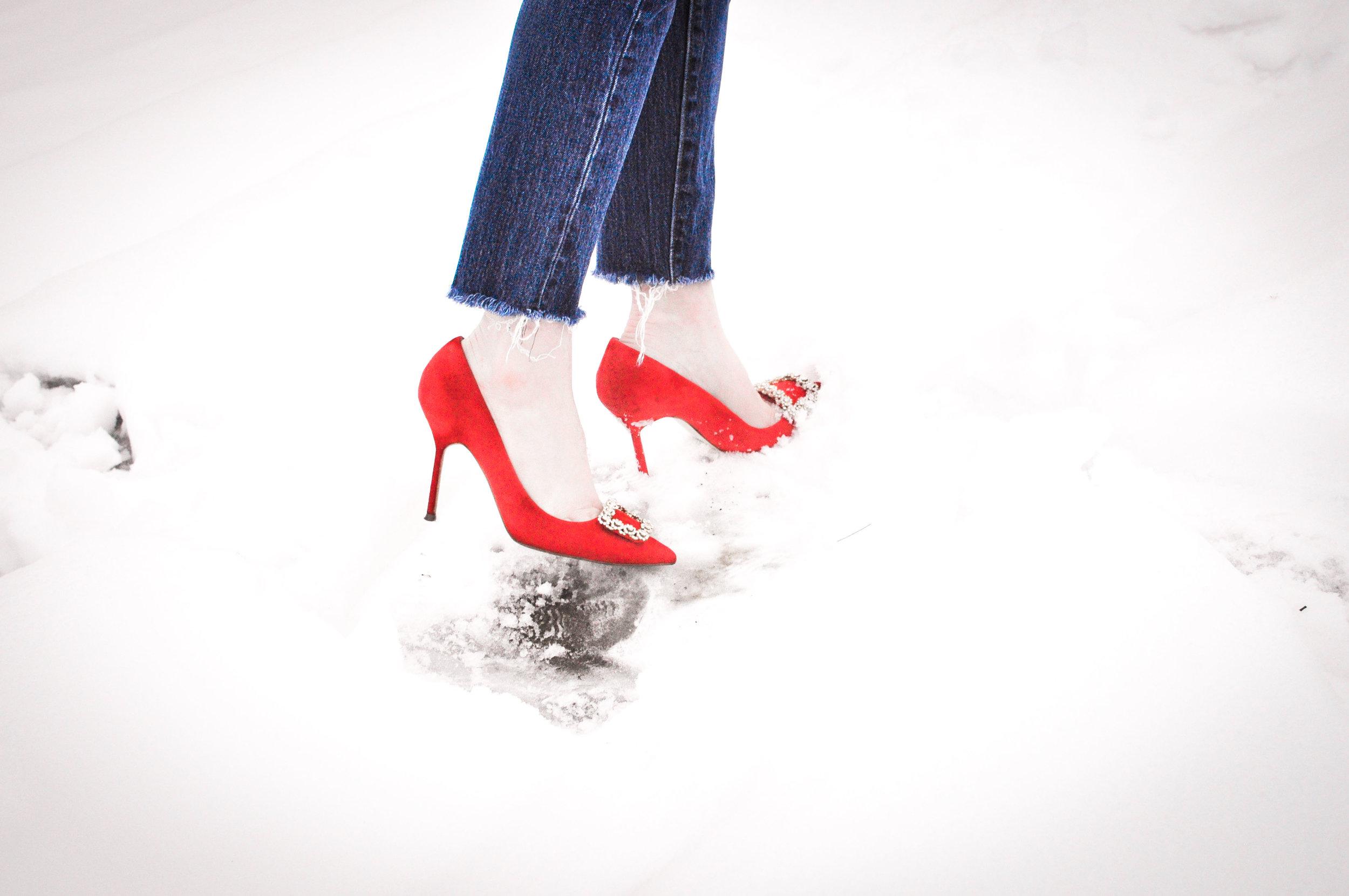 Red-Suede-Pumps-in-snow.jpg