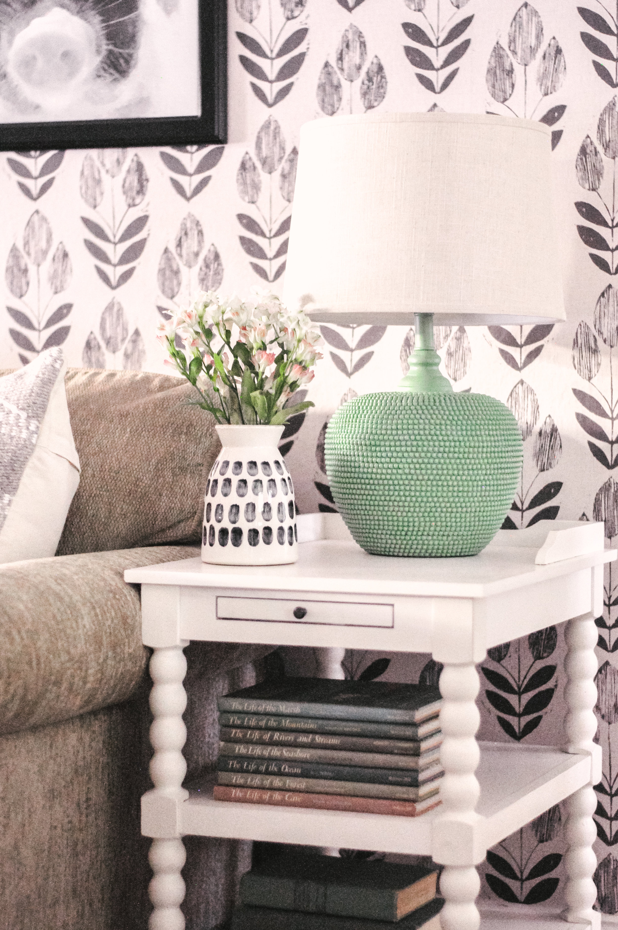 Saguenay Chairside Table in White
