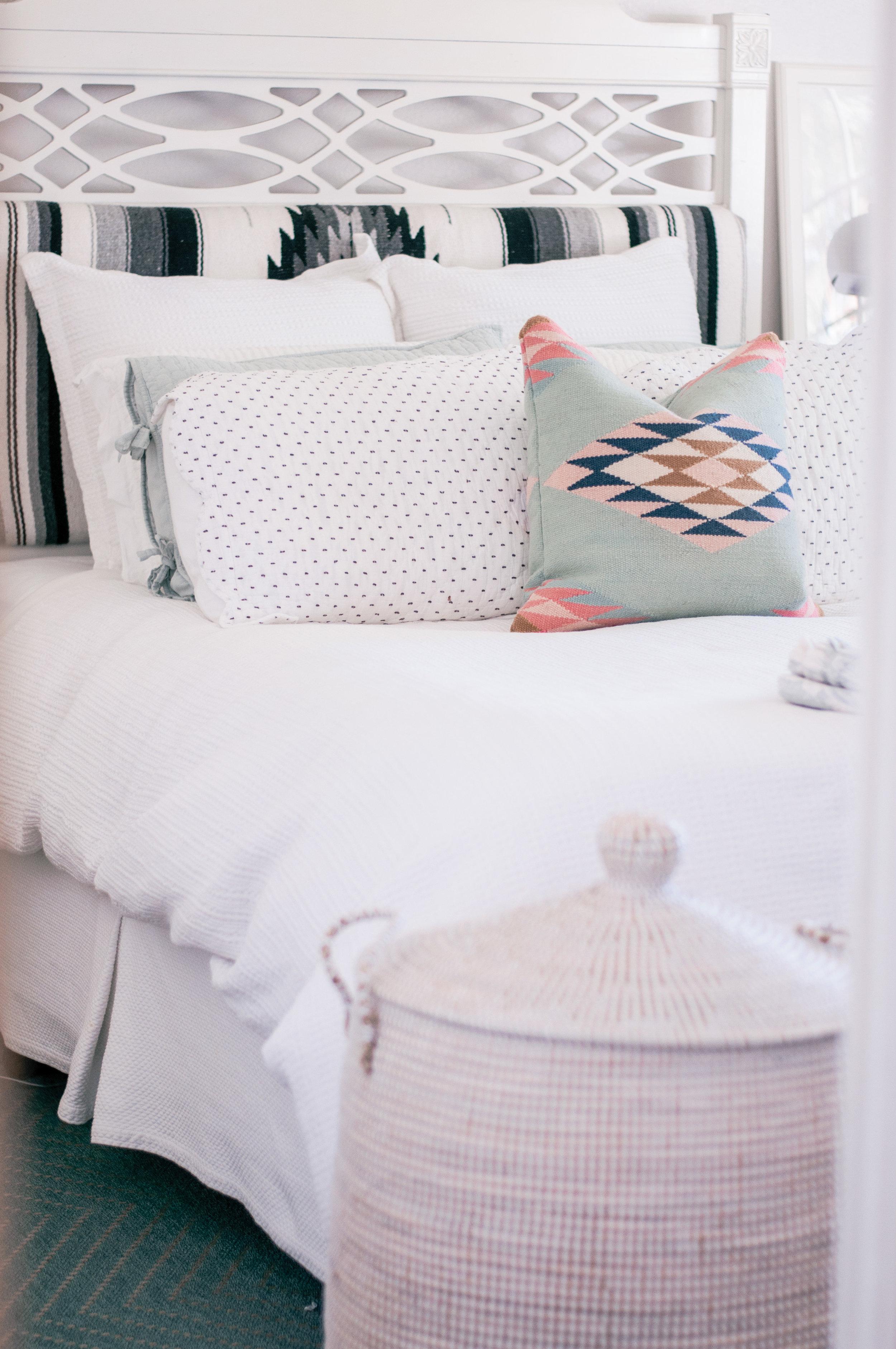 Cozy Neutral Modern Farmhouse Small Master Bedroom Ideas