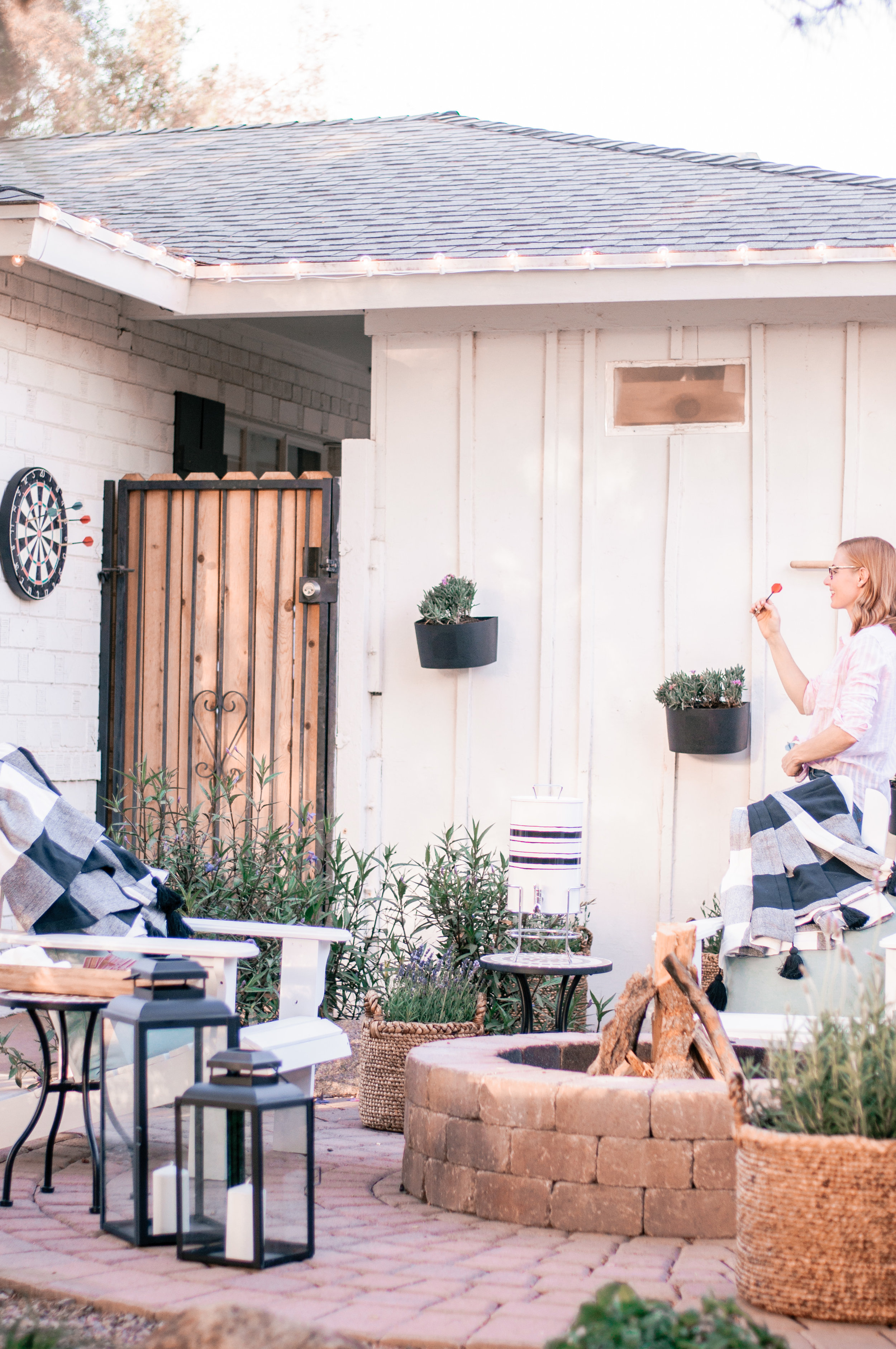 Modern Farmhouse DIY Backyard Patio Firepit Ideas