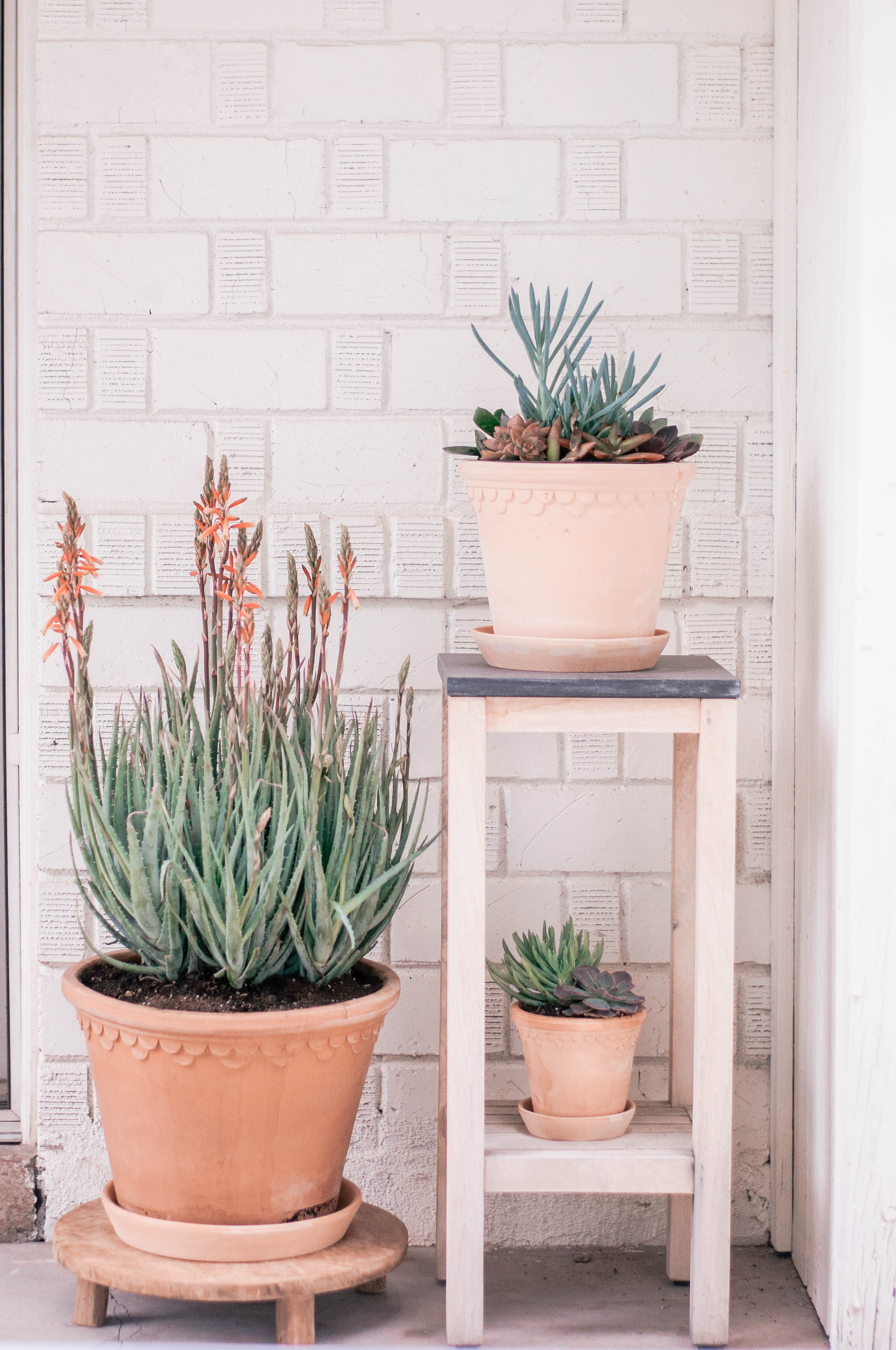 Cute Outdoor Planter Stands for Backyard