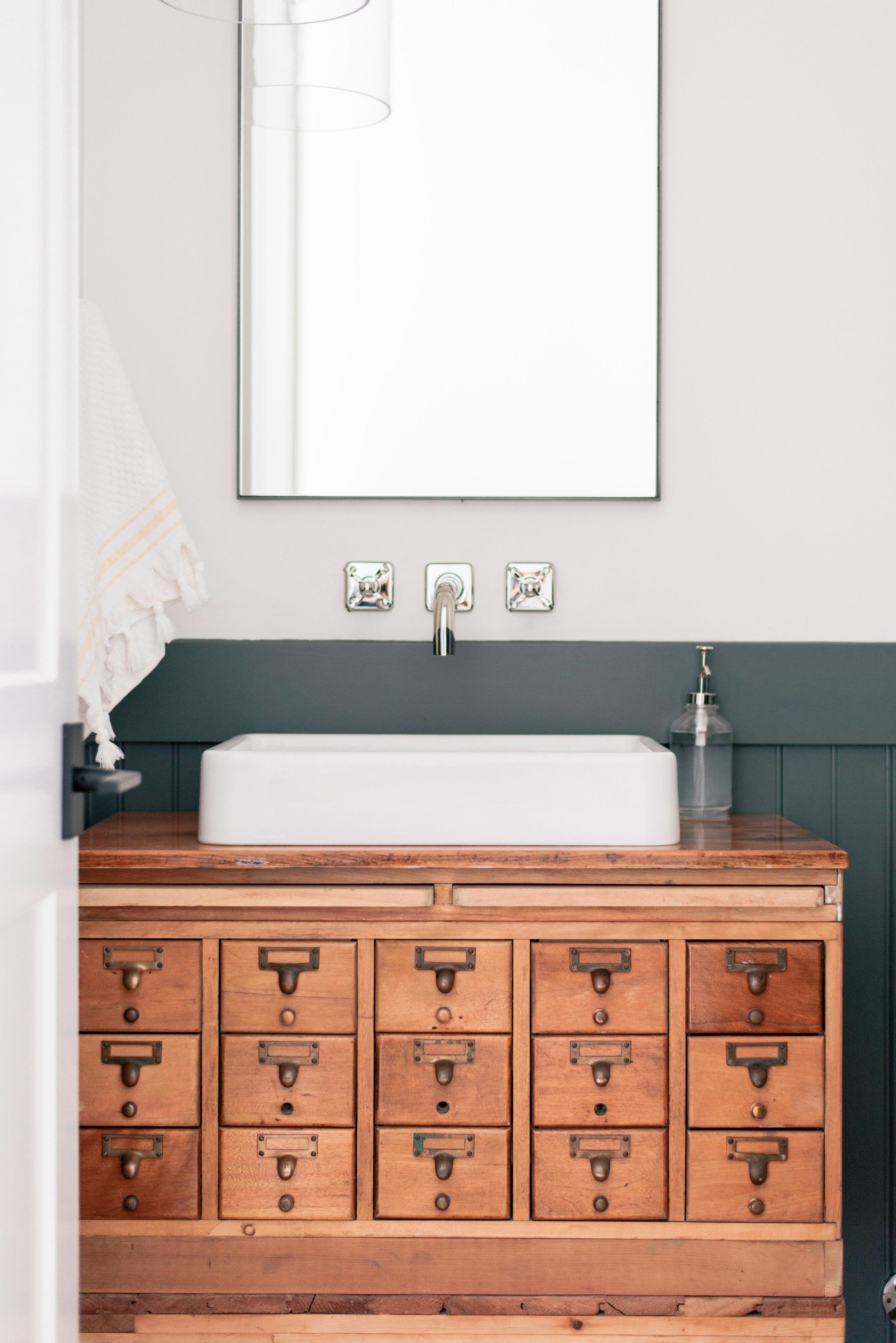 DIY Antique Vanity Ideas
