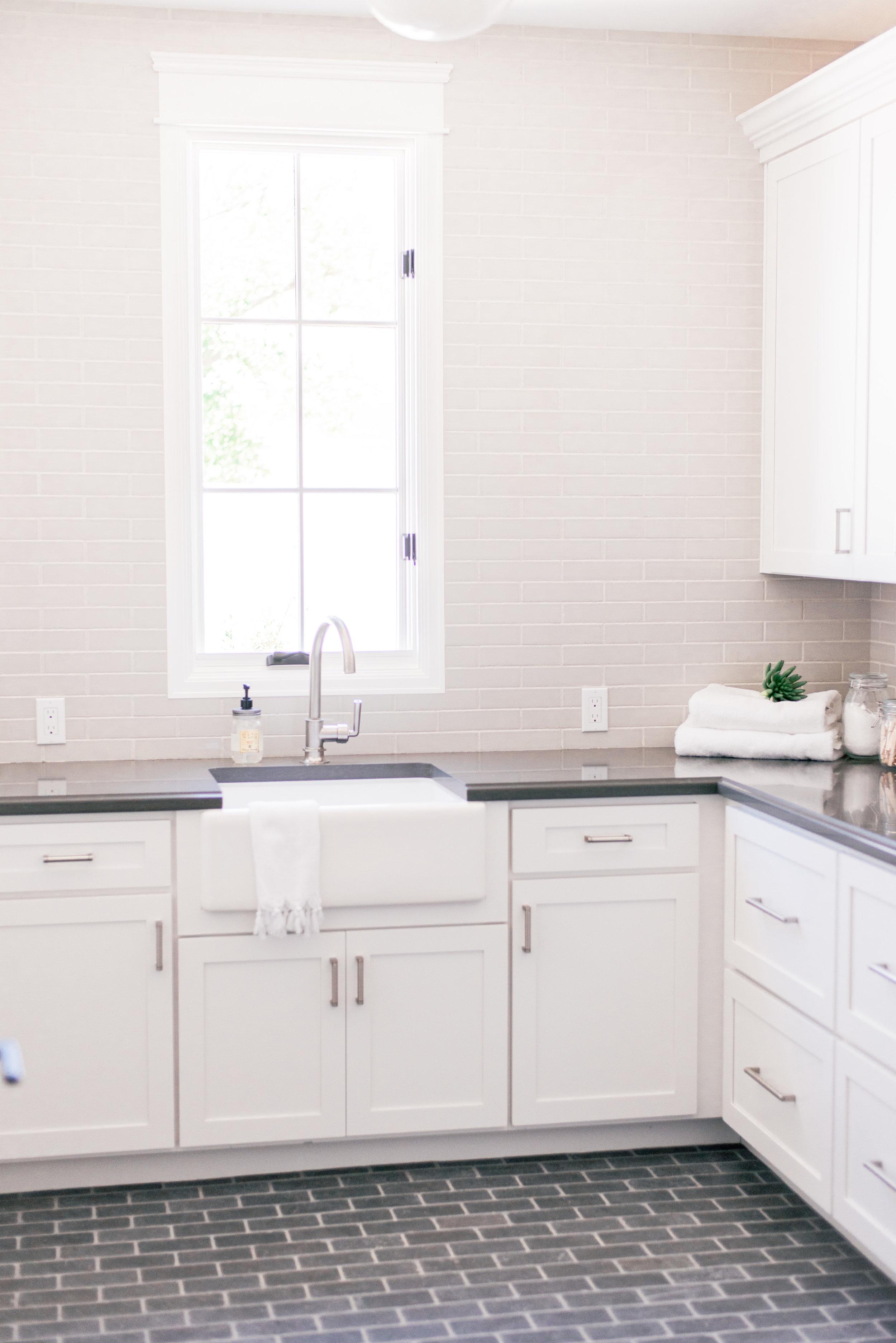 Farmhouse Laundry Room Design Ideas
