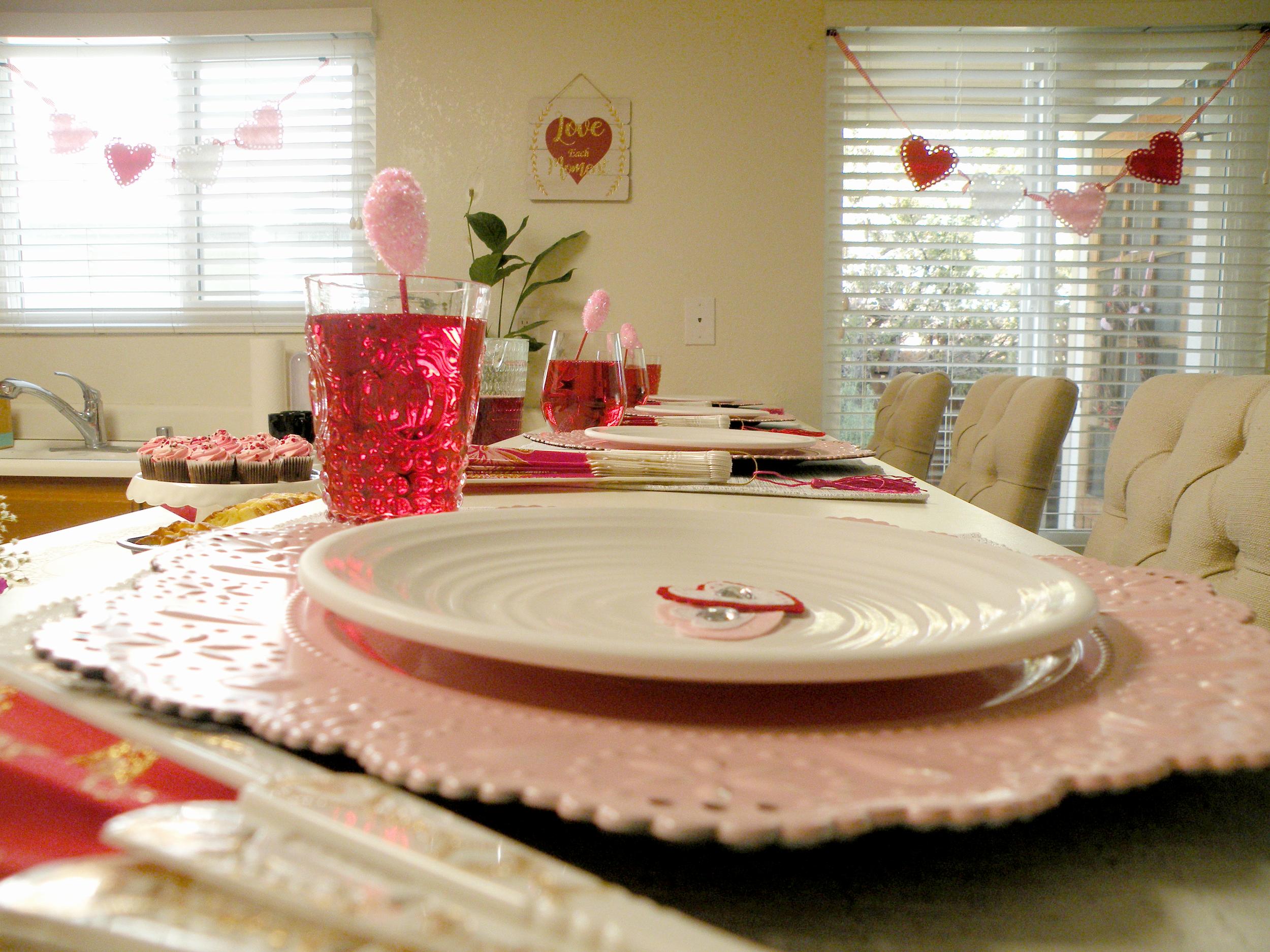Valentines Tablescape FDSCN5458.png