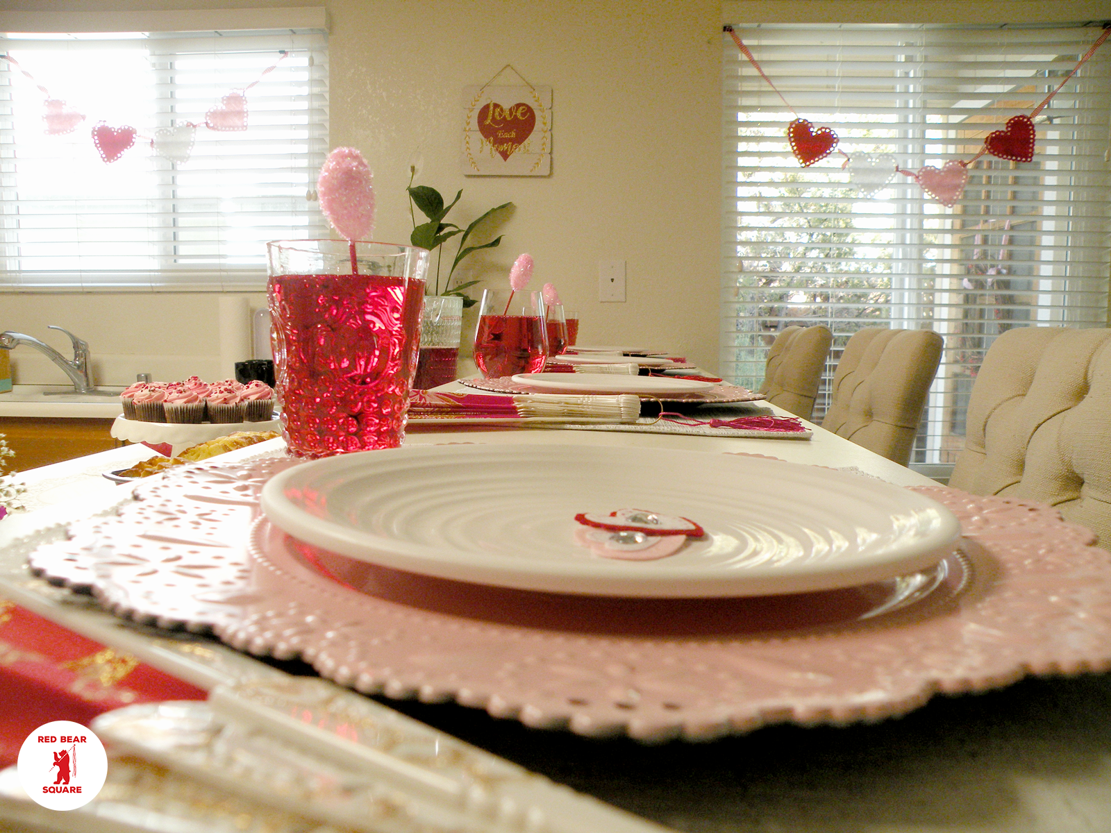 Valentines Tablescape FDSCN5458 small RBS.png