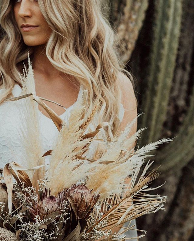 Looooooved creating something a little different for the weekends photoshoot at Dawson's Cactus Garden with the amazing @kristy.hair.stylist @abstrakt.photography + @be_beautiful_by_jess 🌾🌾 This was a completely dried bouquet using lots of different elements to create texture, tone + shape. Love it or hate, dried (or partly dried) arrangements are killing it in my eyes!! 🧡🍂🌾 Image by @abstrakt.photography 💛 #bohobride #driedflowers #driedbouquet