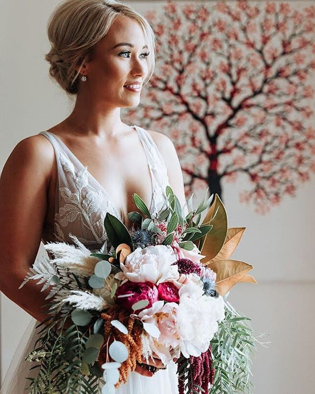 Me crushing on my own bouquet like 💁🏼‍♀️😍 Loved creating this for the gorgeous @_petabrain back in May 🥀🍃#bridalbouquet #crushing #peonies