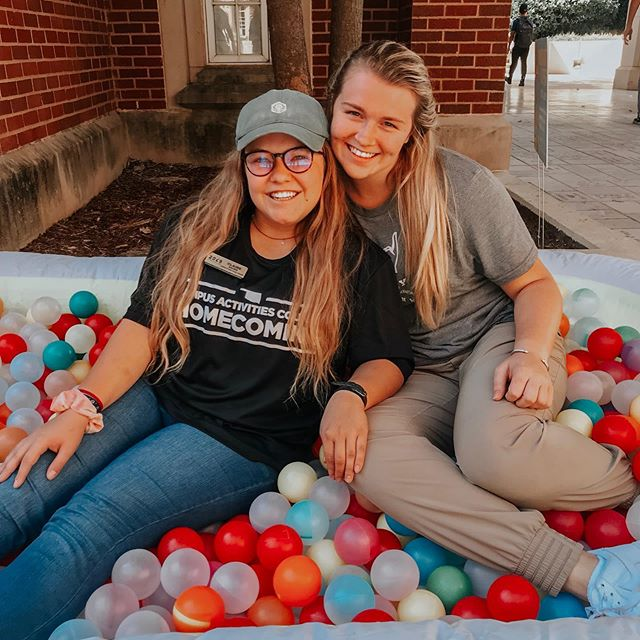 Happy Homecoming! The amazing Claire Sauer is serving as the Executive Vice-Chair for OU Homecoming this year and we have many Theta's serving on Exec! We are so proud! #leadingwomen