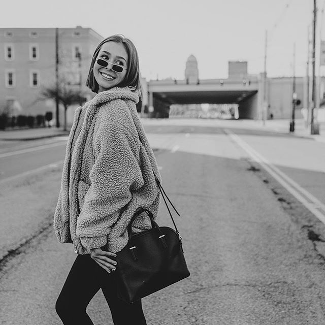 **2020 SLSENIORS AMBASSADOR POST** Meet Madeline! She's one of my 2020 Ambassadors from AHS! Swipe to see her quick video and some pic proof of her fun fact. 💕 Click to the story to see more- and ask her about SLSENIORS!