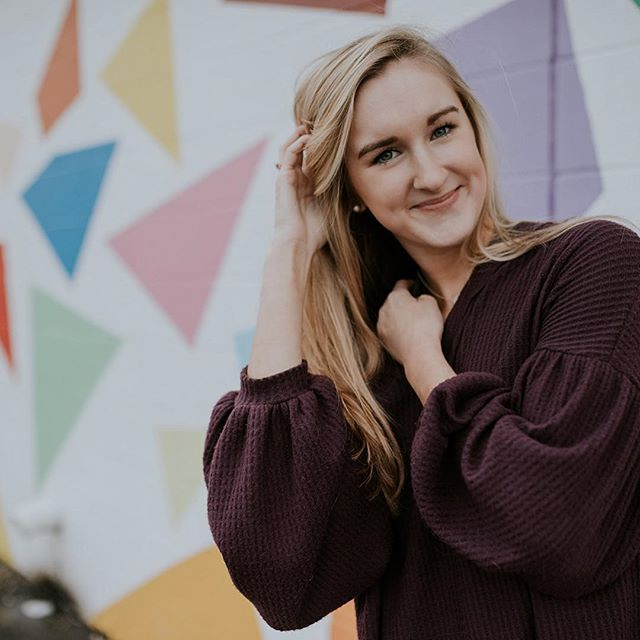 **2020 SLSENIORS AMBASSADOR POST** Love this go-getter business owner! What kind of business does she run? Swipe to the video! 💕 And ask her what it's like to get her photos done with me!