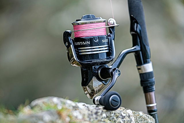 Shimano Sustain 4000FG (2014 model, discontinued) - The Sustain 4000FG seems to work perfectly on the 9' 7-28g lure rods and up, whereas I can use the 2500FG on a rod like this and down in length/casting weight if that makes sense. Comes with a spare spool. See my review of this reel here.