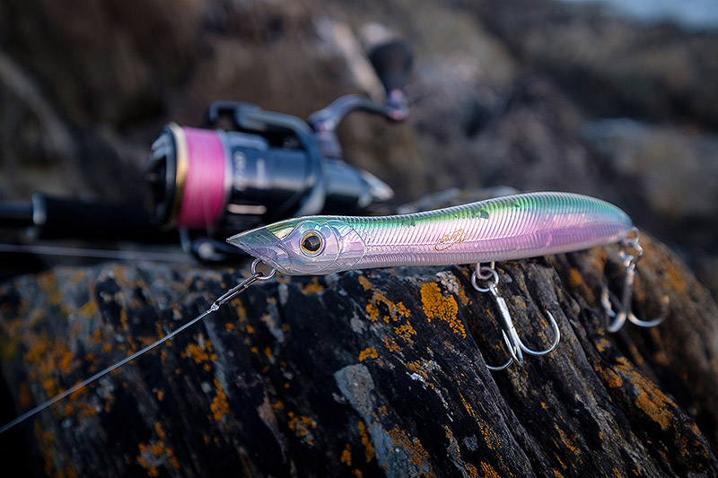 Xorus Patchinko 125 (125mm, 18g) - The medium size Xorus Patchinko 125 hasn't been on the market for long, but already it's a staple in my lure box. With how well this long distance, killer surface lure is working for more and more bass nuts (me included), it begs the question as to why on earth it took Ultimate Fishing so long to come out with this particular size of Patchinko.Affiliate links (my sincere thanks if you choose to buy via these): Lurefishingforbass.co.uk, Veals Mail Order, Chesil Bait'n'Tackle