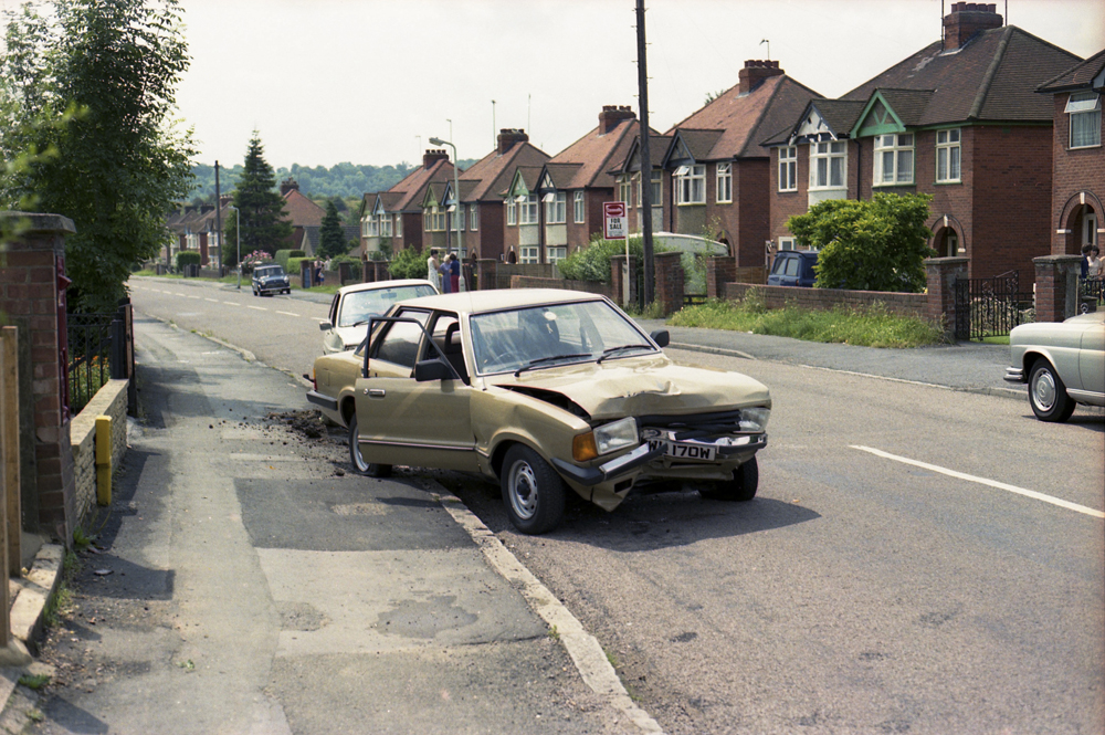 CL Sheet P75 Neg 10. Ford Cortina. Car Crash. Micklefield Rd. g.jpg