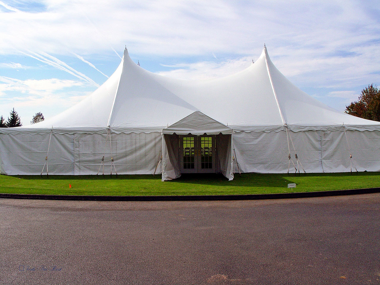Wedding tent with white sidewalls