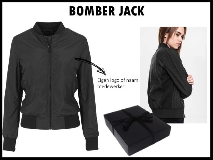 Geef je medewerkers een mooi lightweight bomber jack van het merk Urban Classics cadeau. Het jack is verkrijgbaar is een damesmodel en in een herenmodel (keuze uit verschillende kleuren). Het jack kan geborduurd worden met het logo of met de naam/initialen van de medewerker. Prijs per stuk vanaf 50 stuks €39,- exclusief BTW.