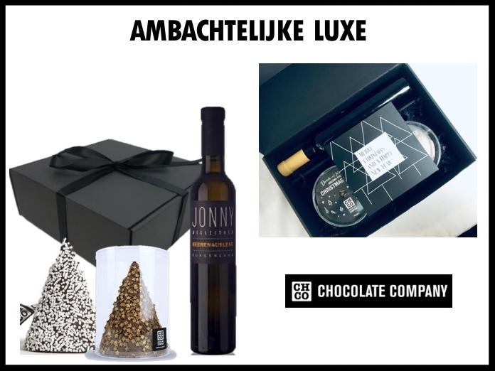 Een ambachtelijke set bestaande uit een fles dessert wijn Beerenauslese van Wijnhuis Wingut Wegleiter en twee handgemaakte chocolade kerstbomen van de Chocolate company naar keuze.