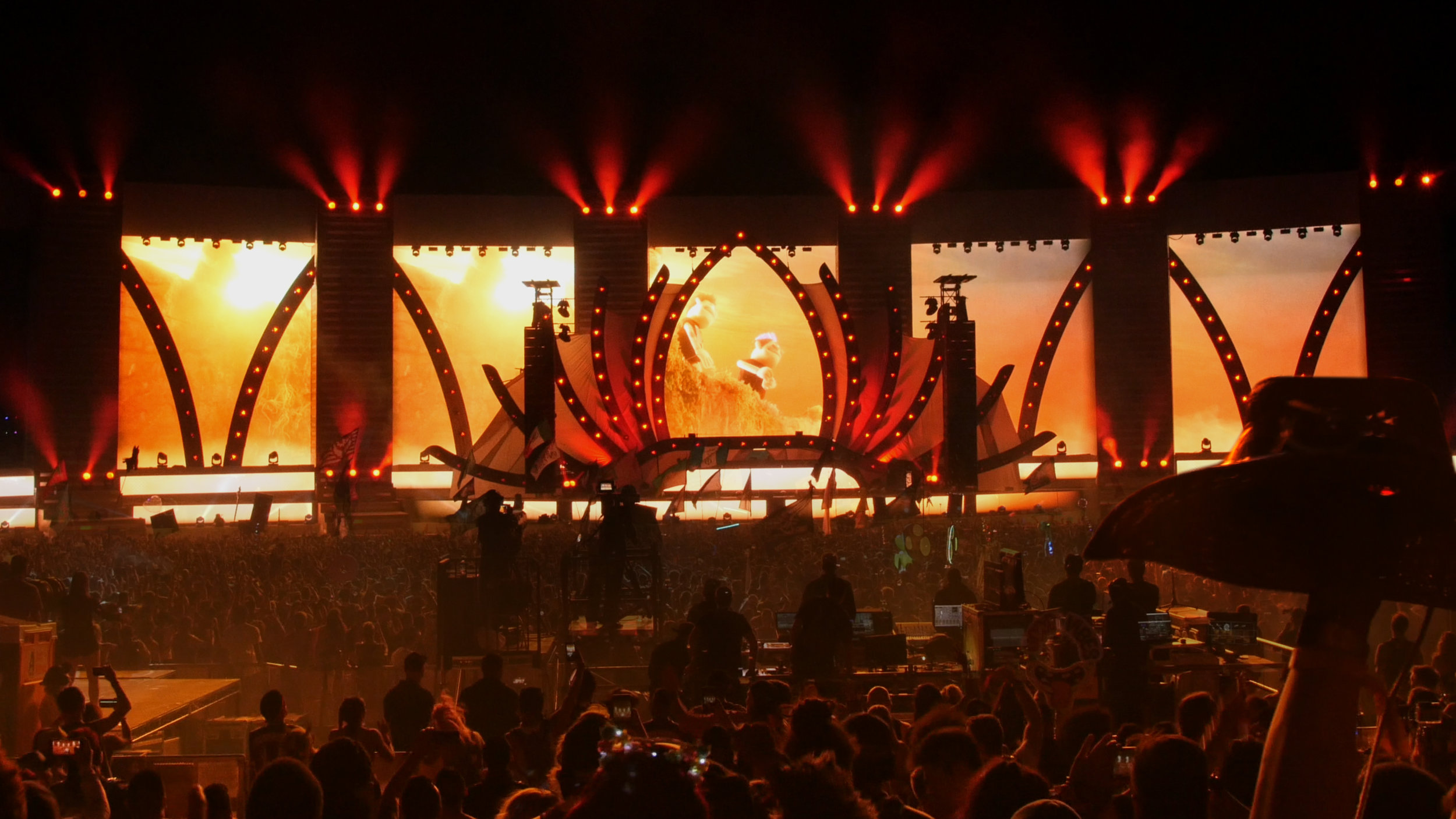 Binches on stage.jpg