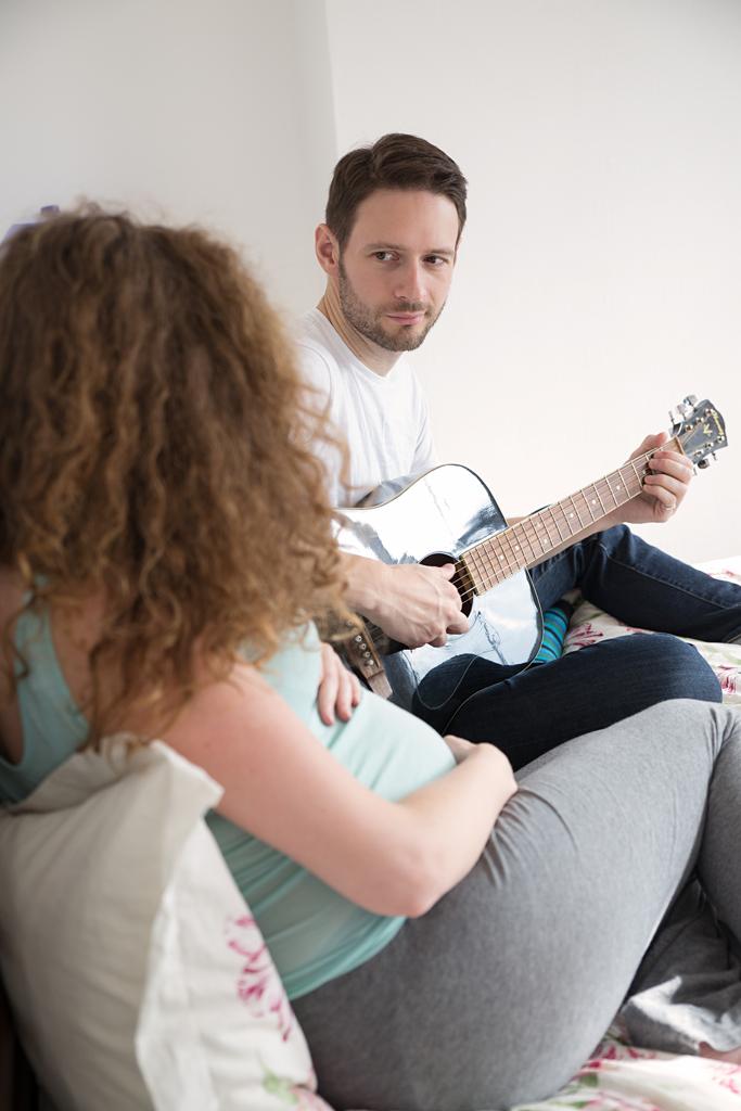 maternity-pictures-hemel-hempstead-guitar