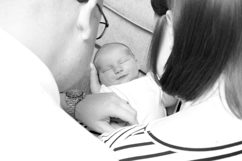 lifetyle-newborn-pictures-hemel-hempstead-black-and-white