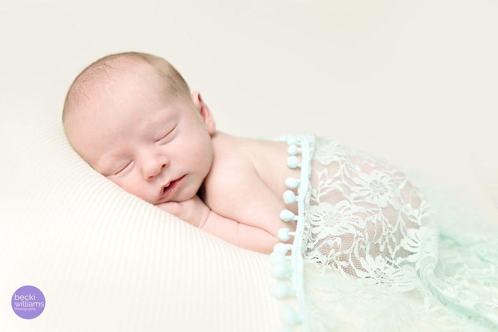 Newborn Photo Shoot Hemel Hempstead - Green Lace