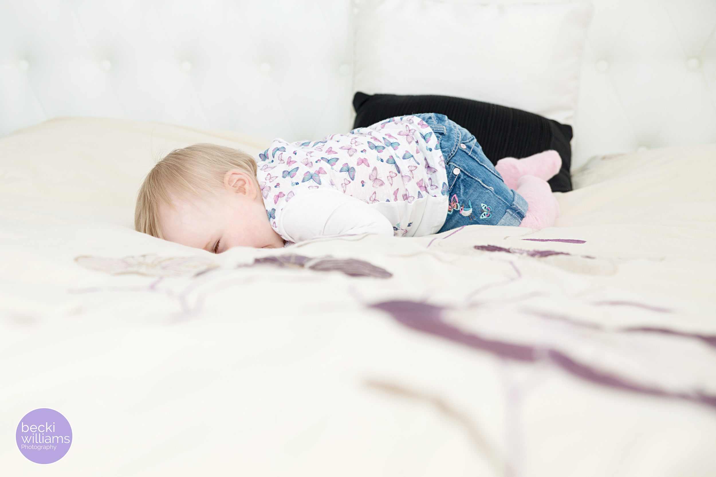 Baby-photography-hemel-hempstead-fun-on-bed.jpg