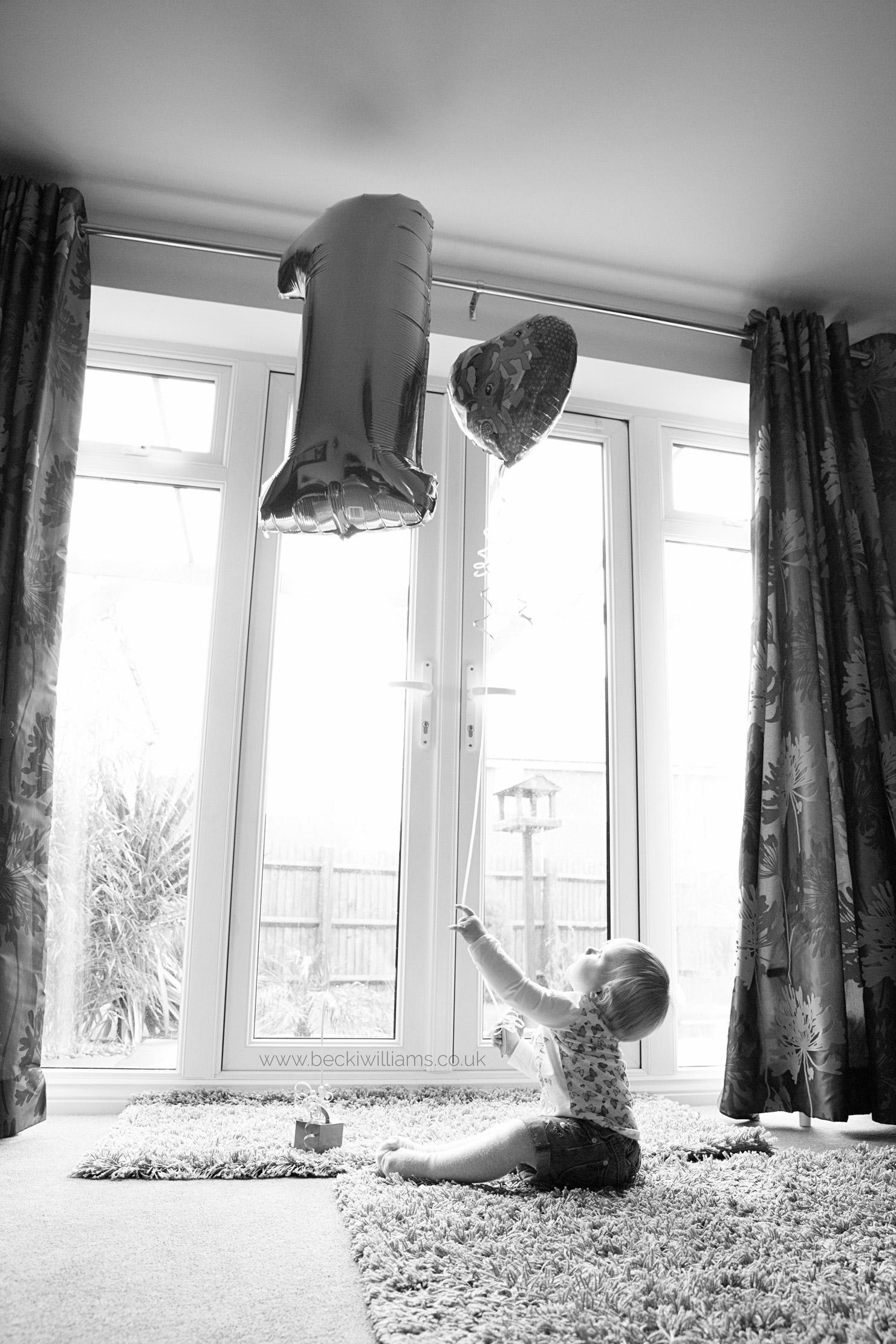 Baby-photography-hemel-hempstead-1-year-old-balloon-at-home