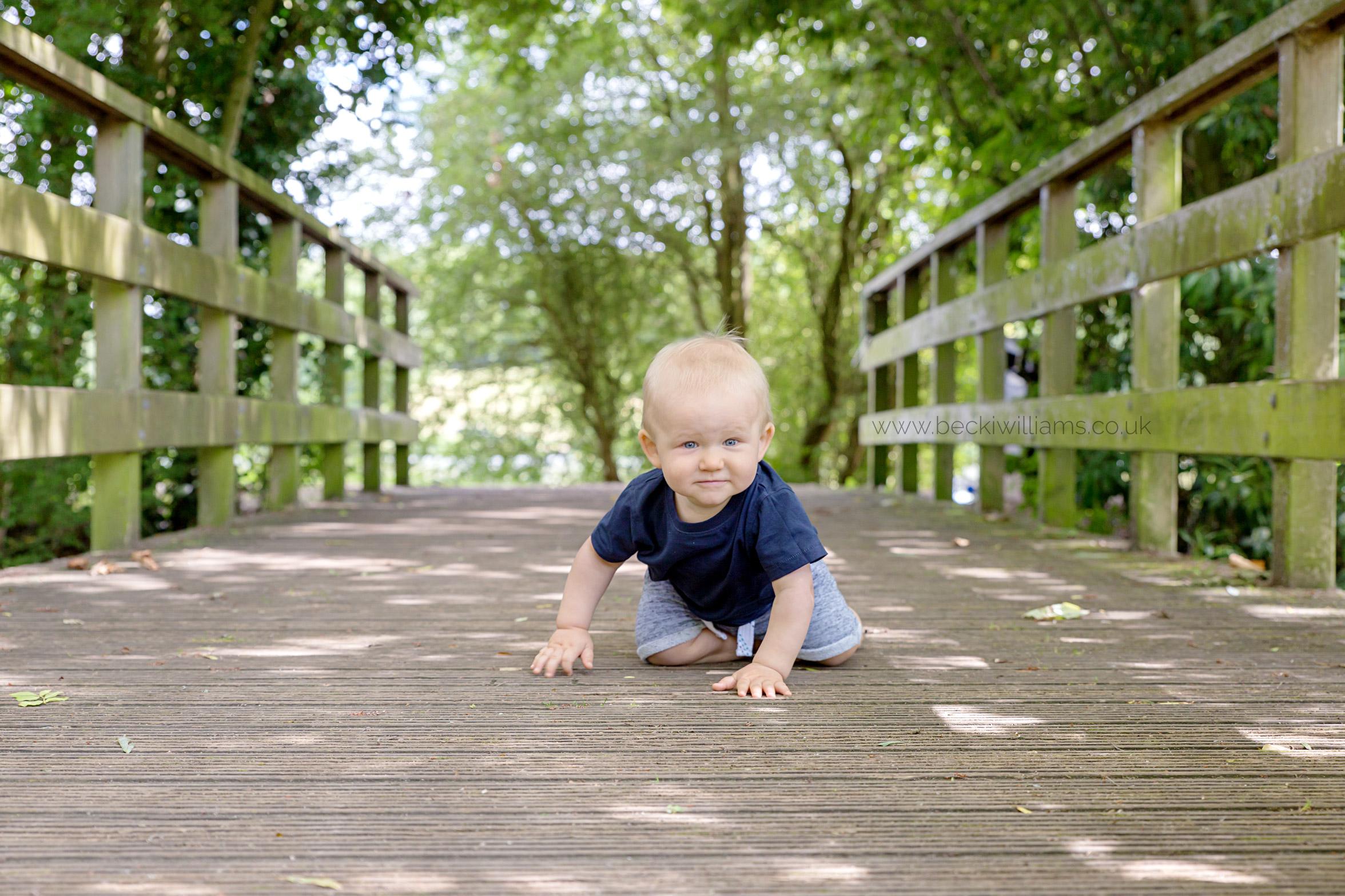 Baby-photography-hemel-hempstead-stanborough-park-bridge