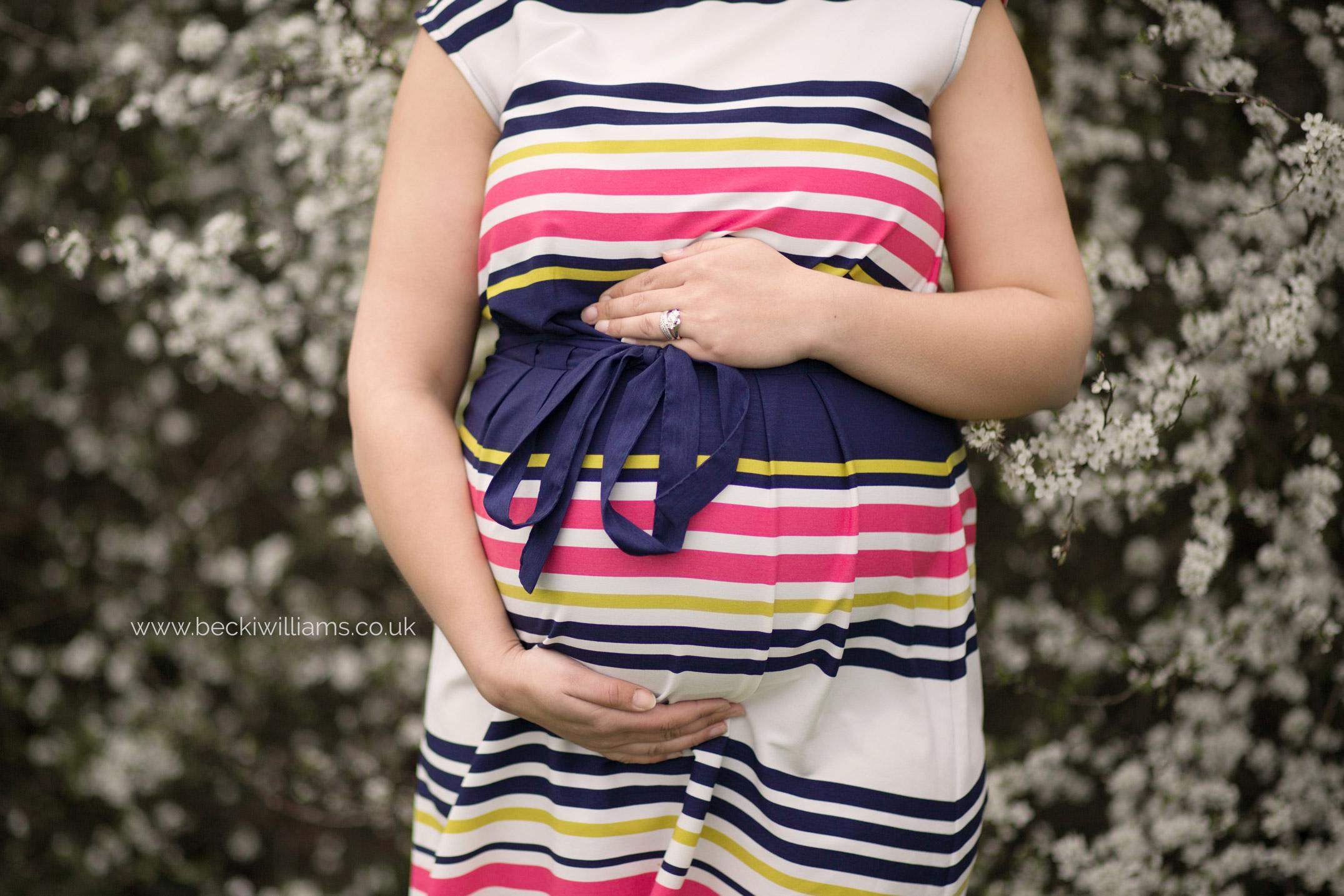 Spring-Maternity-Photo-Shoot-Hemel-Hempstead-08.jpg