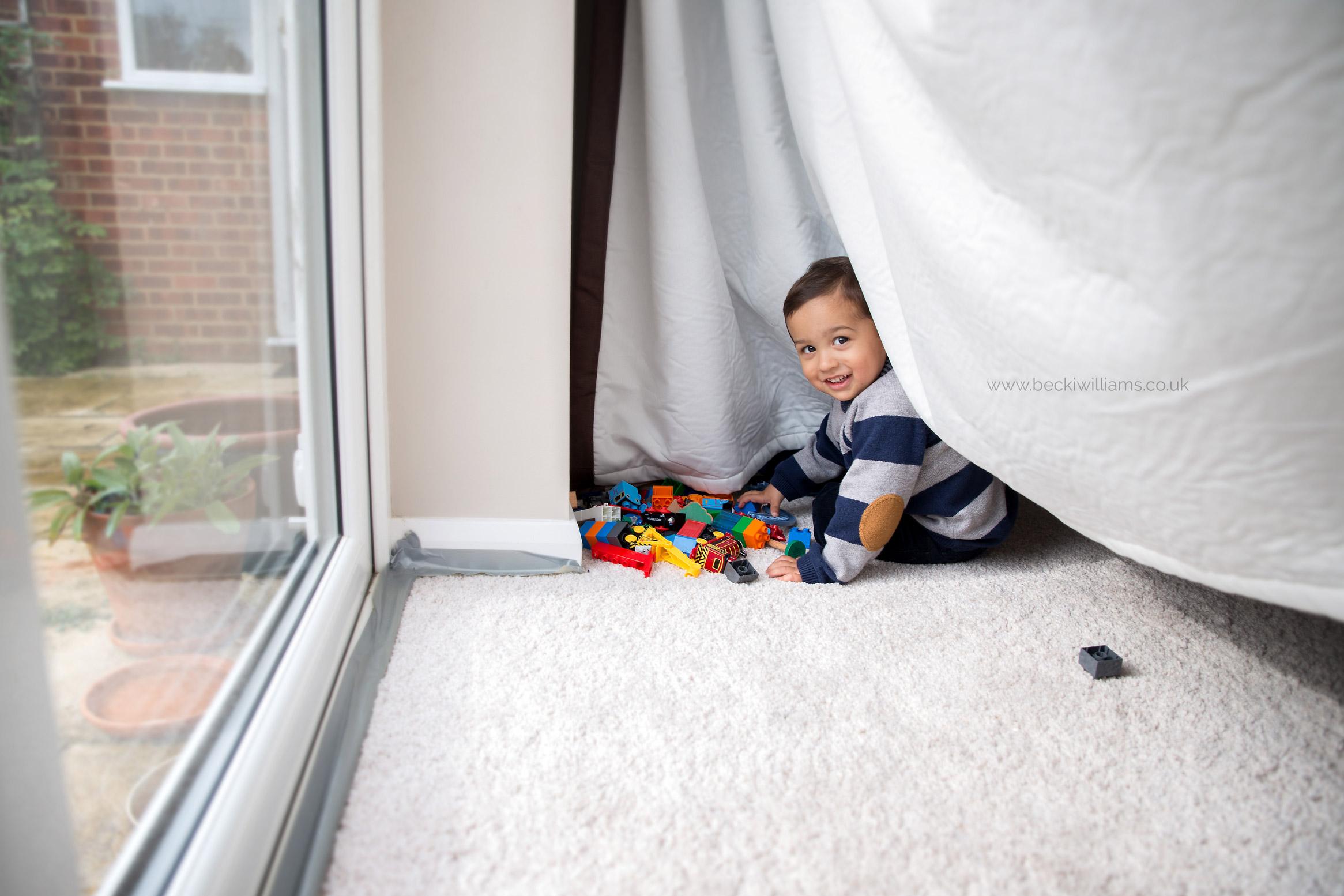 lifestyle-baby-photography-hemel-hempstead-big-brother-hiding