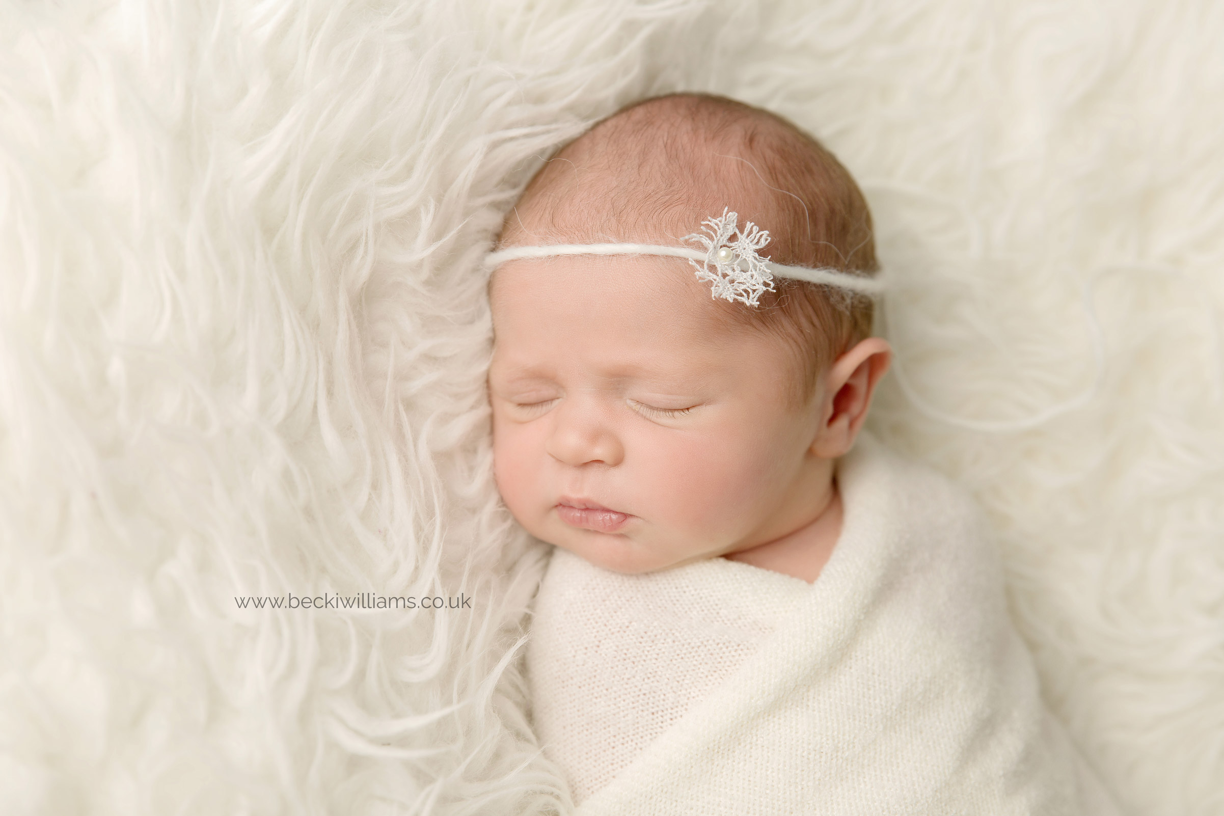 newborn-photo-shoot-hemel-hempstead-snowflake-neutral-asleep.jpg