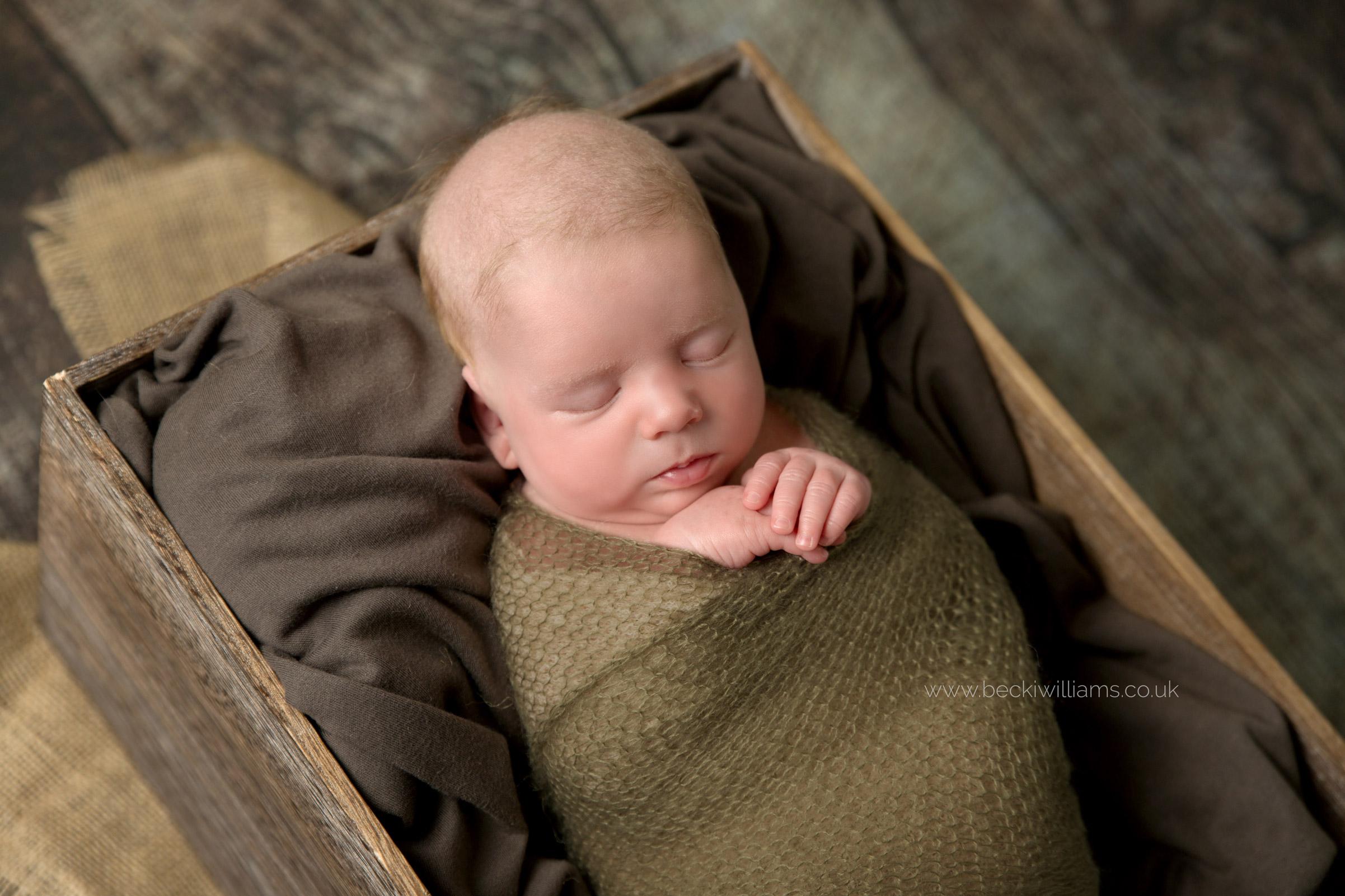 newborn-photography-hemel-hempstead-crate-brown.jpg
