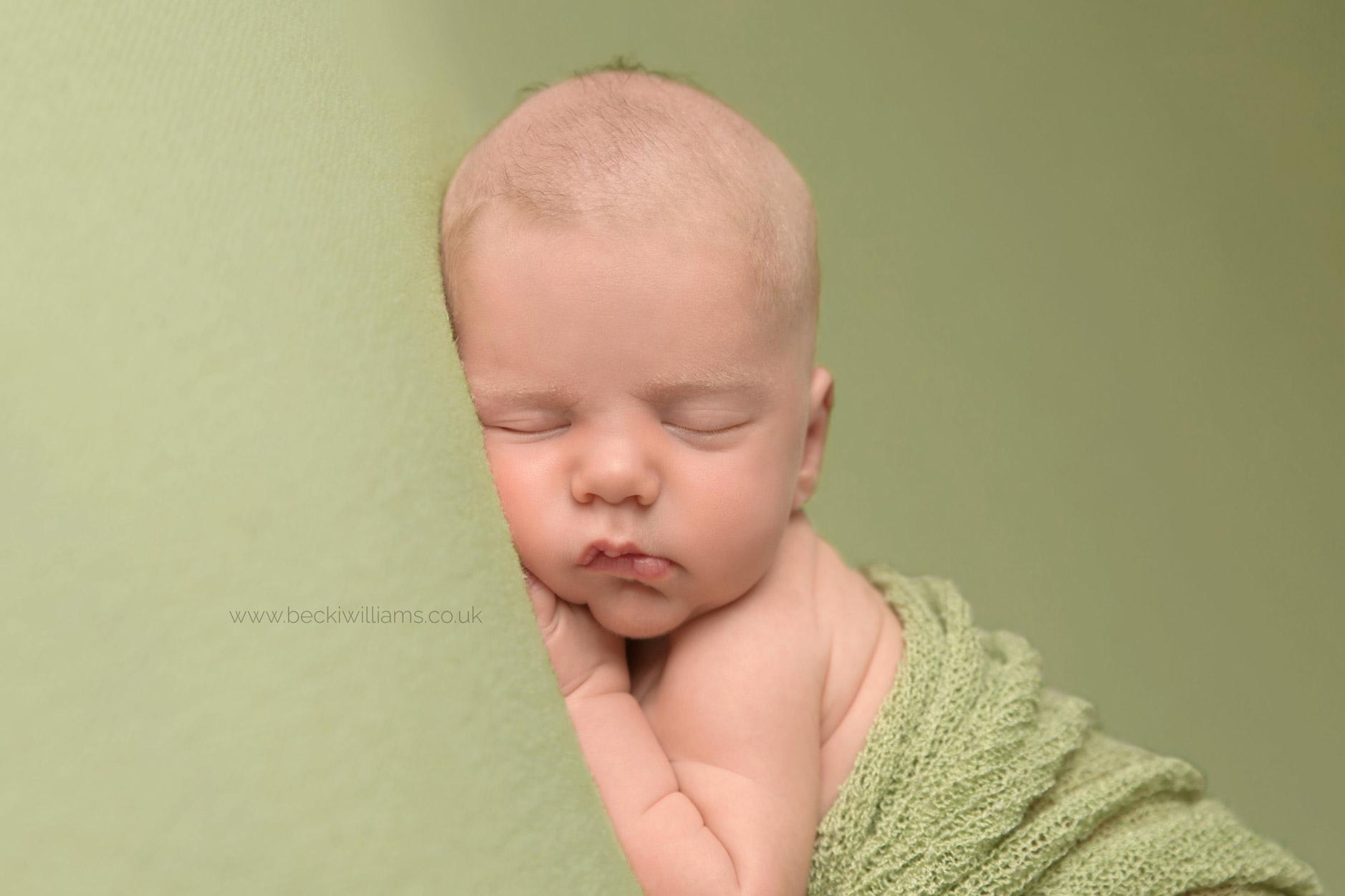 newborn-photography-hemel-hempstead-green-close-up.jpg