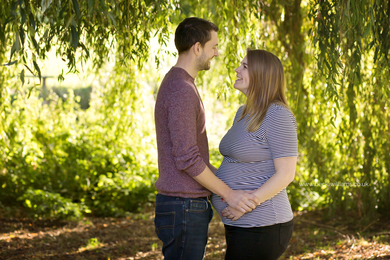 maternity-photography-in-Herfordshire-Gadebridge-Park-pregnancy-1.jpg