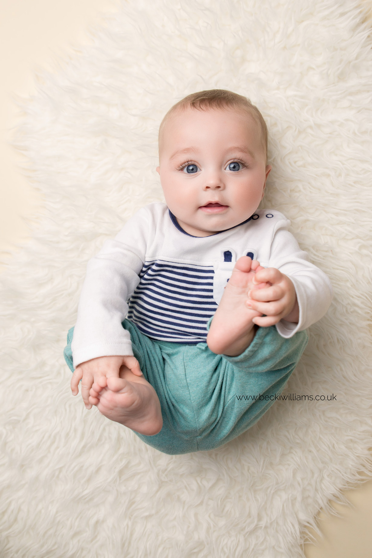 cute-baby-photos-hemel-hempstead-8-month-old-natural.jpg