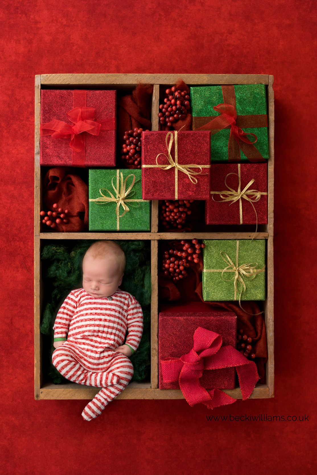 newborn-boy-portraits-hemel-hempstead-christmas-digital-background-presents2.jpg