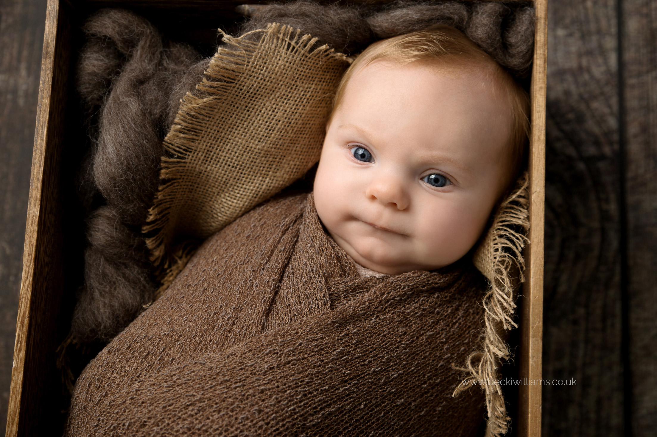 cute-baby-photos-hemel-hempstad-2-month-old-crate-awake.jpg