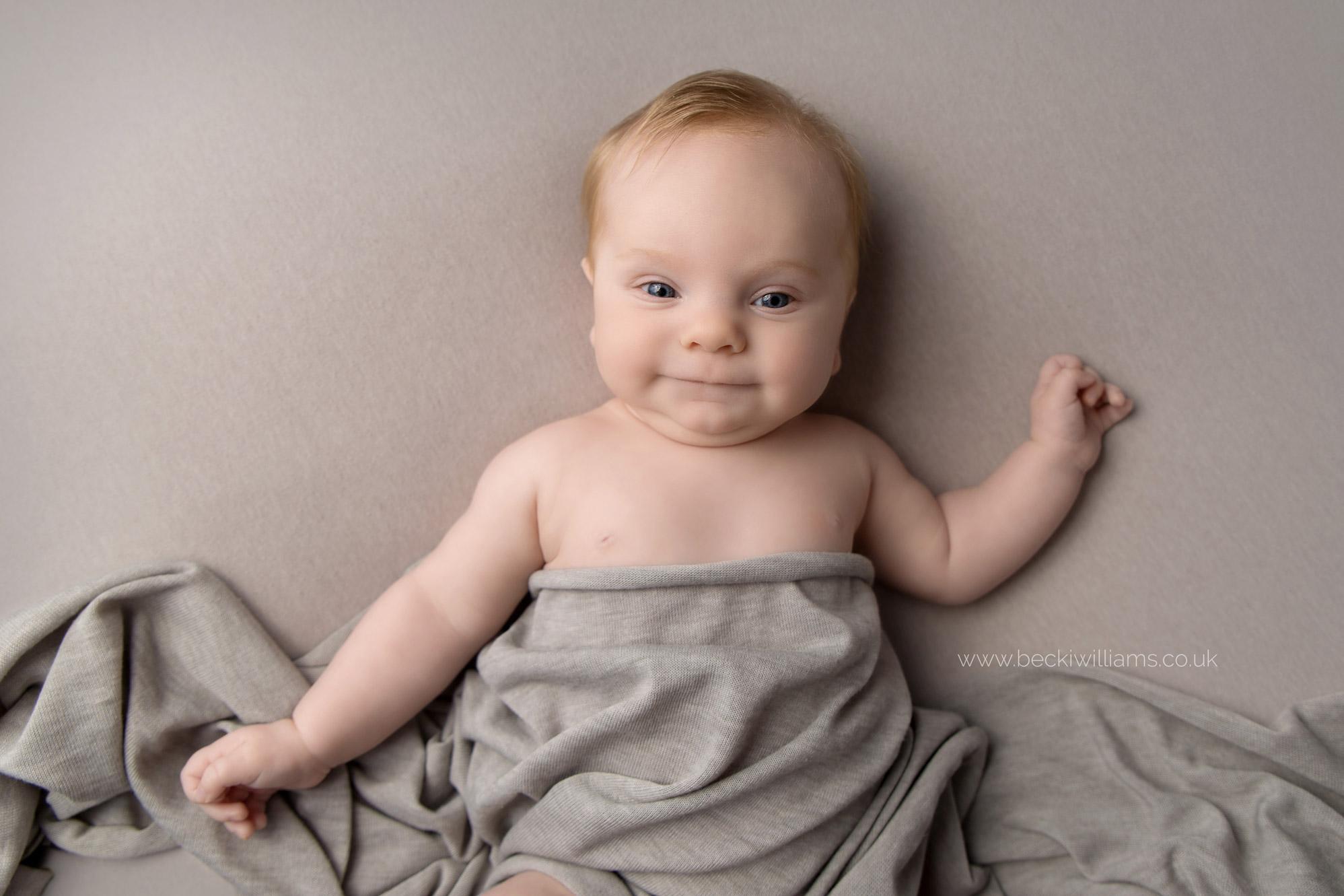 cute-baby-photos-hemel-hempstad-2-month-old-grey-smiley.jpg