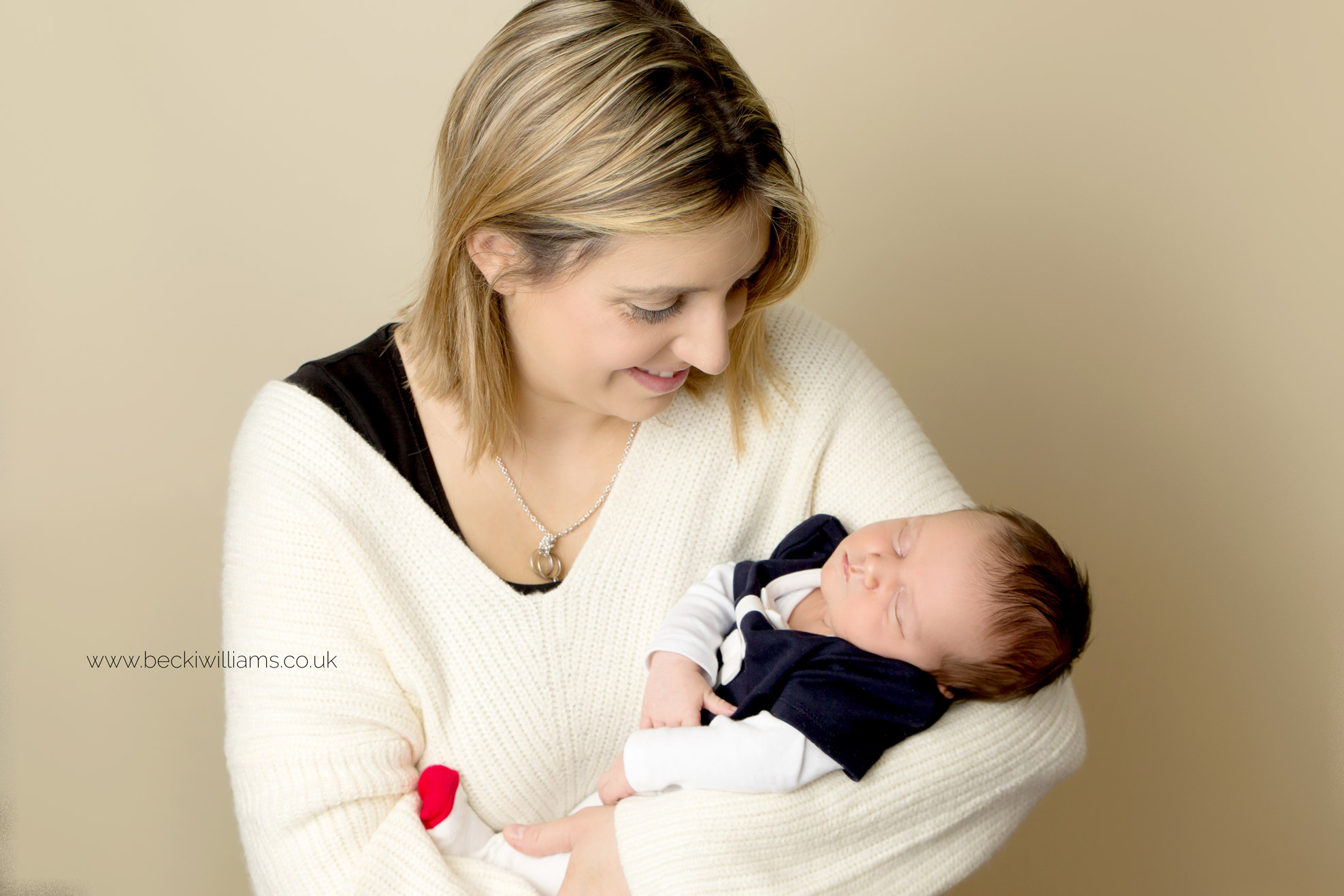 newborn-girl-portraits-hemel-hempstead-new-mum-family-photos.jpg