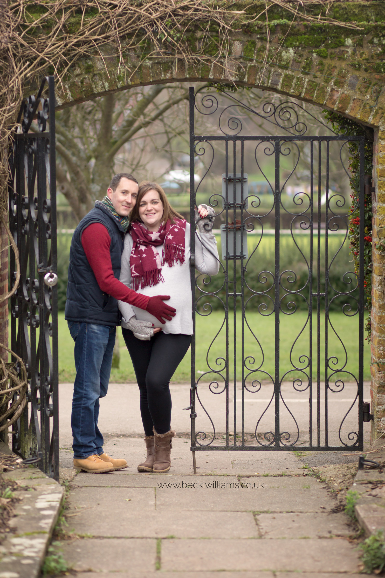 maternity-photo-shoot-hemel-hempstead-gadebridge-park-walled-garden-gate-couple.jpg