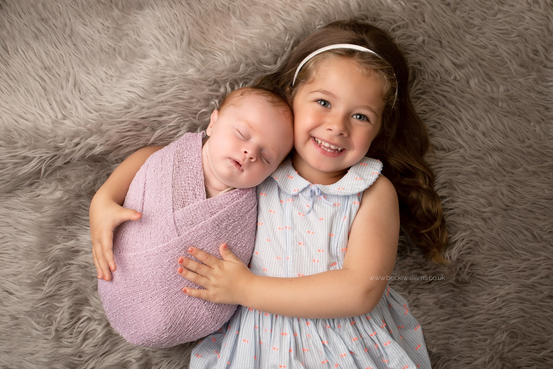 Newborn-girl-portraits-hemel-hempstead-sibling-big-sister