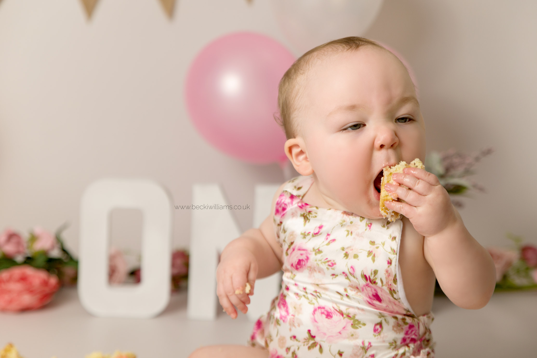 cake-smash-hemel-hempstead-pink-9.jpg
